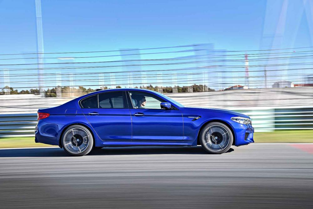 2018_BMW_M5_G30_08.jpg